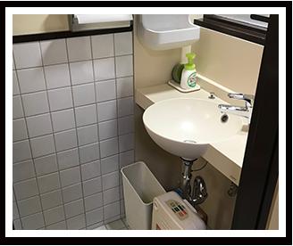 控え室トイレ洗面台